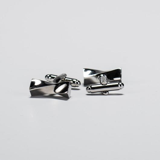 Silberne, gewundene Manschettenknöpfe