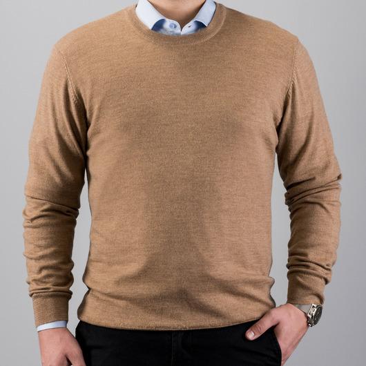 Piaskowy sweter z wełny merino, okrągły kołnierzyk