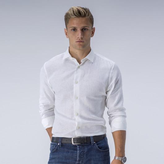 Trendig vit linneskjorta