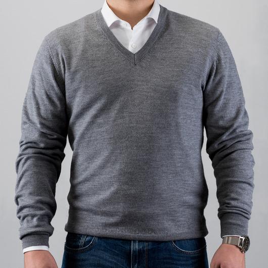 Pull gris en laine merino avec un col en V